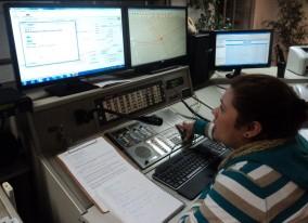 Hasta en un 40% se han agilizado los tiempos de respuesta por parte del Cuerpo de Bomberos de Santiago, gracias a la utilización de 'Commander', un software creado por académicos de la Facultad de Ciencias Físicas y Matemáticas. Este programa permite ver el estado del tránsito en tiempo real y calcular la distancia.